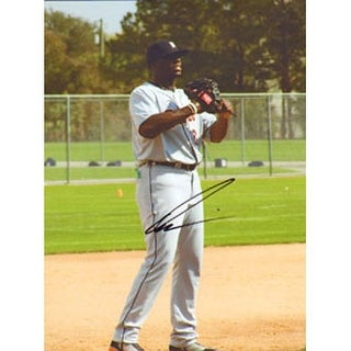 Dontrelle Willis Detroit Tigers Autographed 85x11 Photo This item comes with a certificate of authe