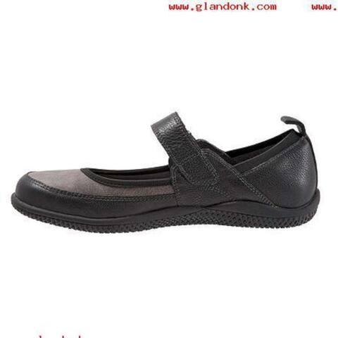 SoftWalk Womens Haddley Leather Closed Toe Mary Jane Flats