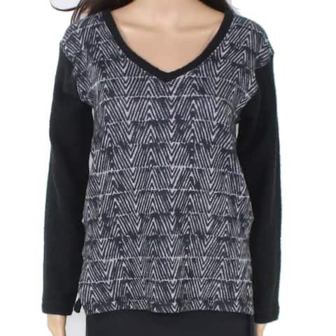 Nally & Millie Women's Geometric Print V-Neck Sweater