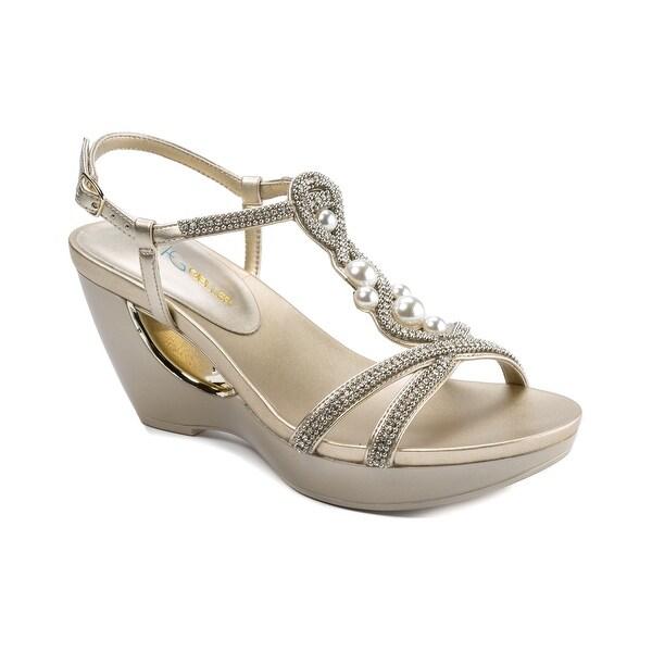Andrew Geller ALLISANDRA Women's Sandals & Flip Flops Gold