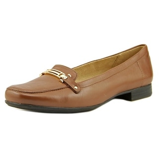 Naturalizer Isobel Round Toe Leather Loafer
