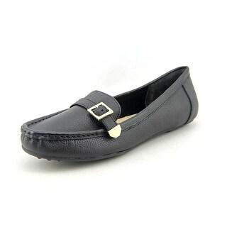 Isaac Mizrahi Amberlyn Women W Round Toe Leather Loafer