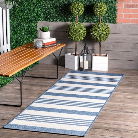 nuLOOM Indoor/ Outdoor Lavish Solid & Striped Area Rug