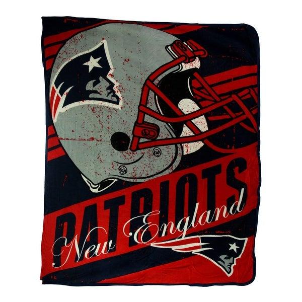 New England Patriots Retro Grunge Micro Raschel Throw Blanket - Red