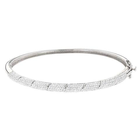 Luxurman 14k White Gold 1 1/4ct TDW Designer Pave Diamond Bangle