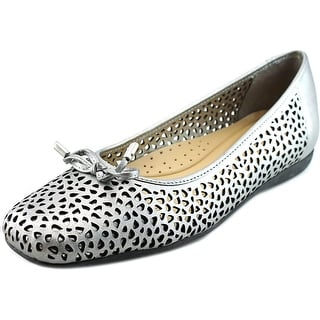Trotters Sante Laser Women N/S Round Toe Leather Silver Flats