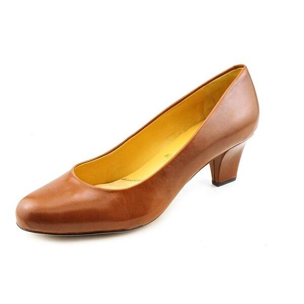 Trotters Penelope Women N/S Round Toe Leather Brown Heels