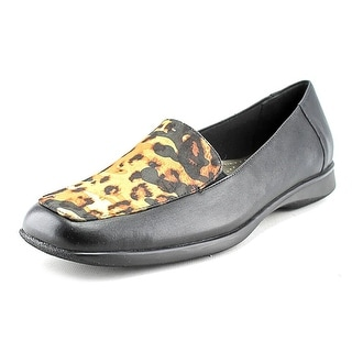 Trotters Jenn W Round Toe Leather Loafer