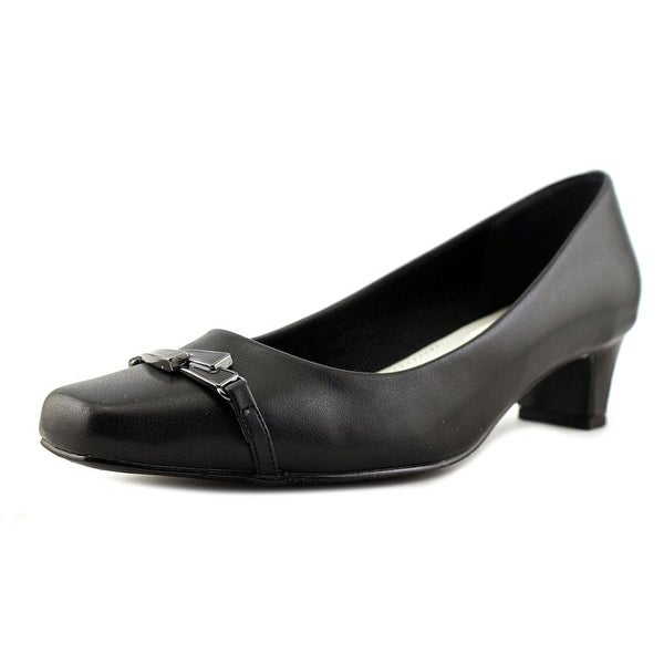 Easy Street Venture Women Black Pumps