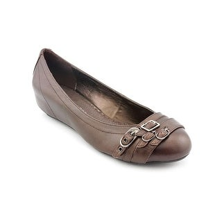 Chinese Laundry Twisted Women Round Toe Leather Flats