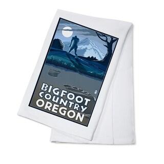 Oregon Bigfoot Country - Lantern Press Artwork (100% Cotton Towel Absorbent)