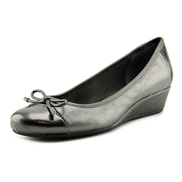 Easy Spirit Davalyn   Round Toe Leather  Flats