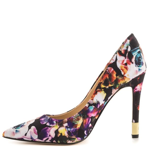 GUESS Women's Babbitta Pumps