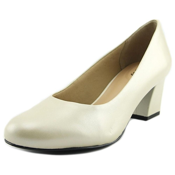 Trotters Candela White Pearl Pumps