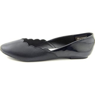 Wanted Shoes Womens Kristy Closed Toe Ballet Flats