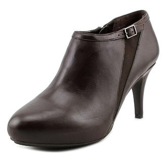 Me Too Meade6 Round Toe Leather Ankle Boot
