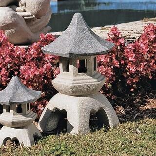 Design Toscano Pagoda Lantern Sculpture: Large