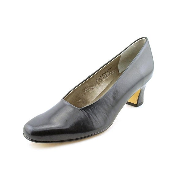 Mark Lemp By Walking Cradles Vicki Round Toe Leather Heels