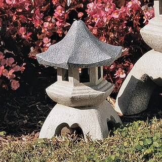 Design Toscano Pagoda Lantern Sculpture: Medium