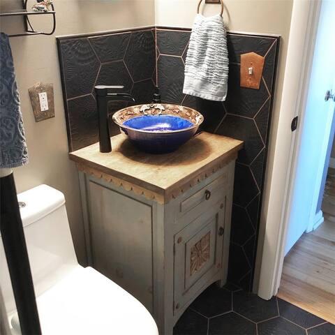 SomerTile 8.625x9.875-inch Cornet Hex Black Porcelain Floor and Wall Tile (25 tiles/11.56 sqft.)