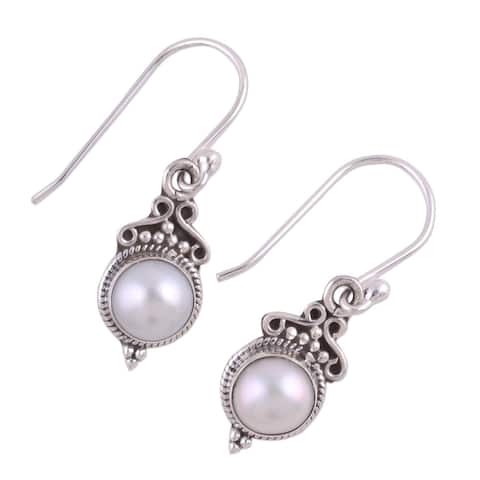 Handmade Sterling Silver 'Glossy Charm' Cultured Pearl Earrings (9 mm) (India)