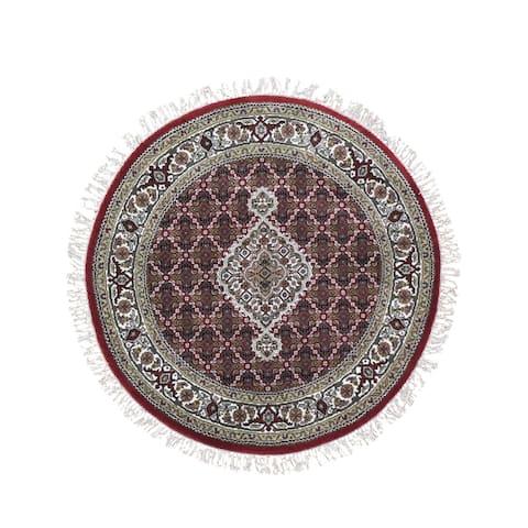 "Shahbanu Rugs Round Red Tabriz Mahi Wool and Silk Hand Knotted Oriental Rug (4'1"" x 4'1"") - 4'1"" x 4'1"""