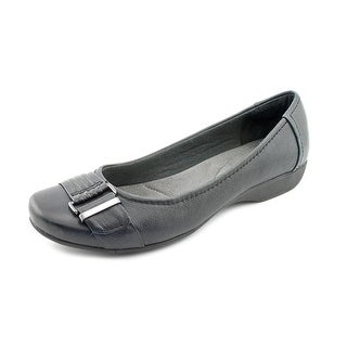 Clarks Propose Pixie2 Round Toe Leather Flats