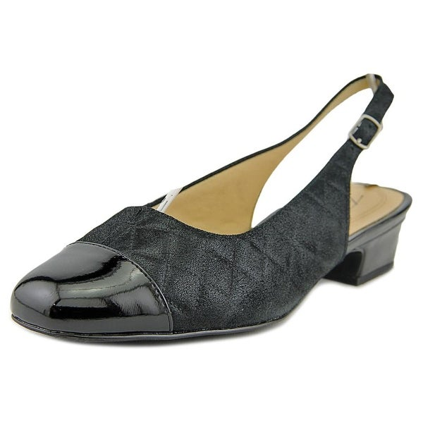 Trotters Dea Women Black Quilted Pumps