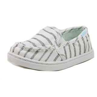 Roxy TW Lido III S Toddler Moc Toe Canvas White Loafer|https://ak1.ostkcdn.com/images/products/is/images/direct/c264bd92a4787a185782d4cf30f536eecdca6714/Roxy-TW-Lido-III-S-Toddler-Moc-Toe-Canvas-White-Loafer.jpg?impolicy=medium