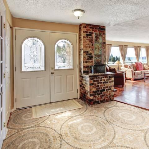 "SomerTile Terra Beige 17.75"" x 17.75"" Ceramic Floor and Wall Tile"
