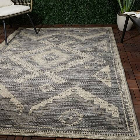 Sheffield Global-Inspired Indoor/Outdoor Area Rug