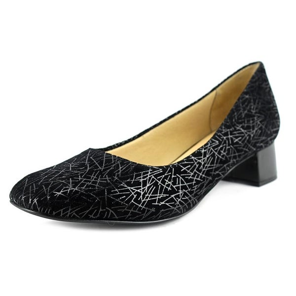 Trotters Lola Women Black Pumps