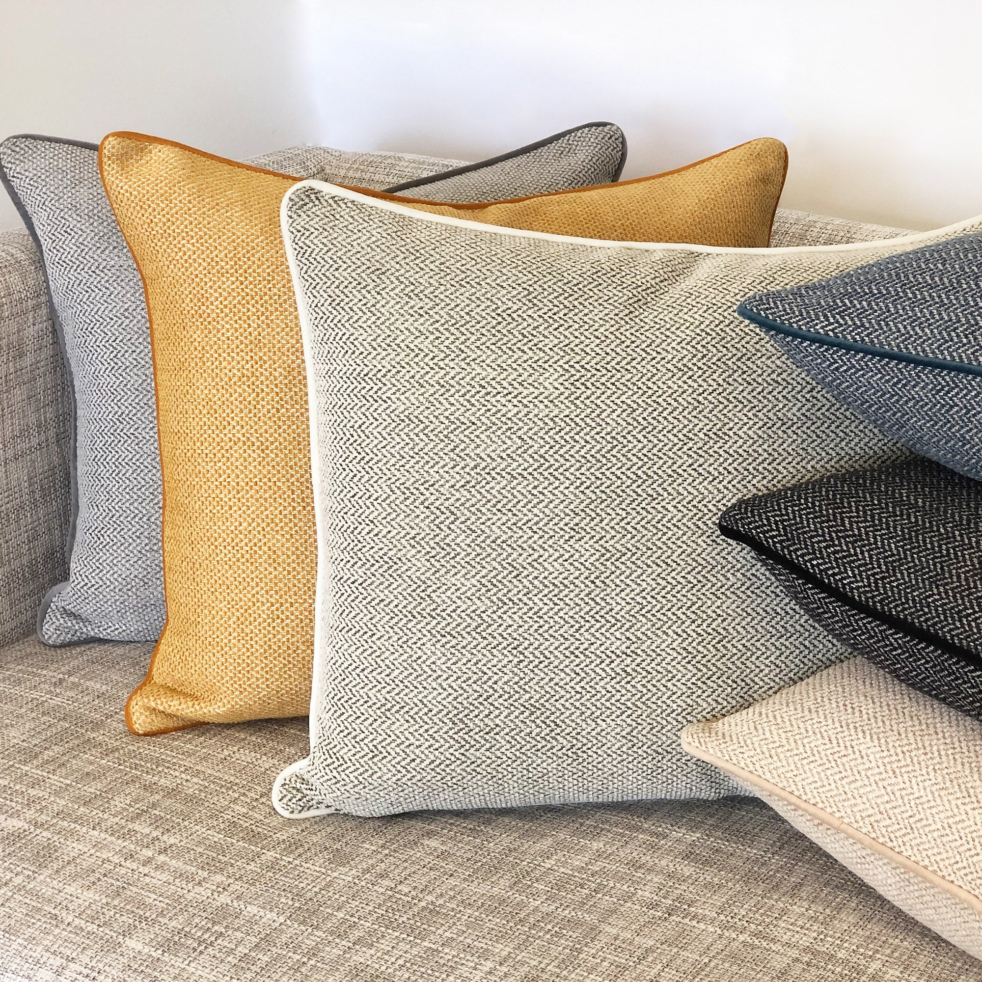 Rodeo Home Zena Modern Minimalist Rectangular Throw Pillow Overstock 31568254