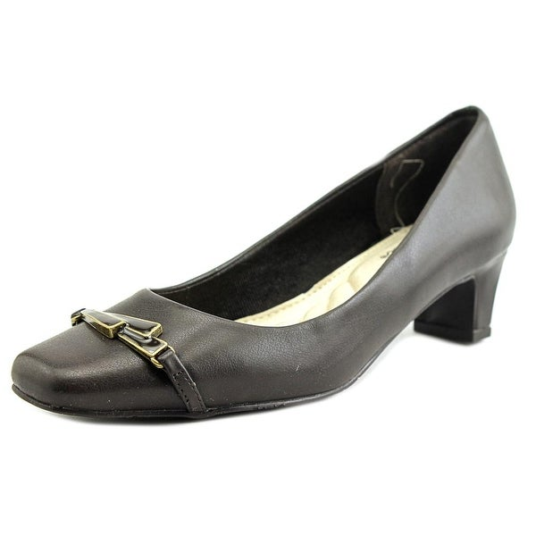 Easy Street Venture Women Brown Pumps