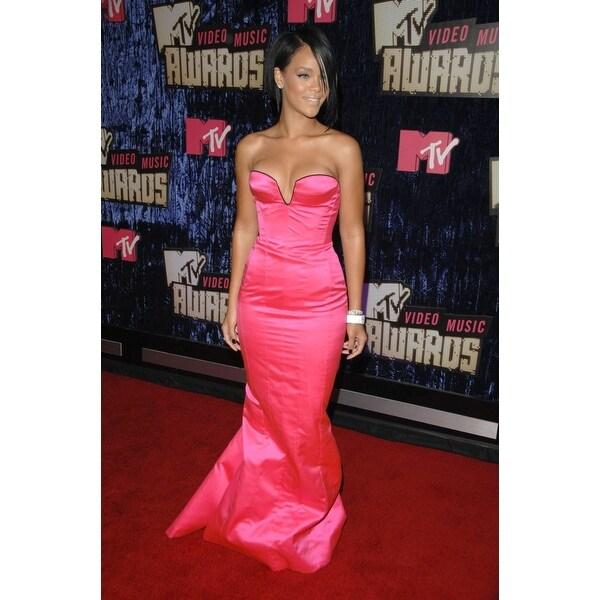 Shop Rihanna At Arrivals For 2007 Mtv Vma Video Music Awards