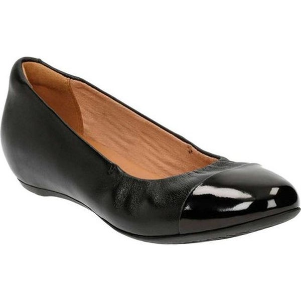 f7298ad3419 Clarks Women  x27 s Alitay Susan Ballet Flat Black Full Grain  Leather Polyurethane
