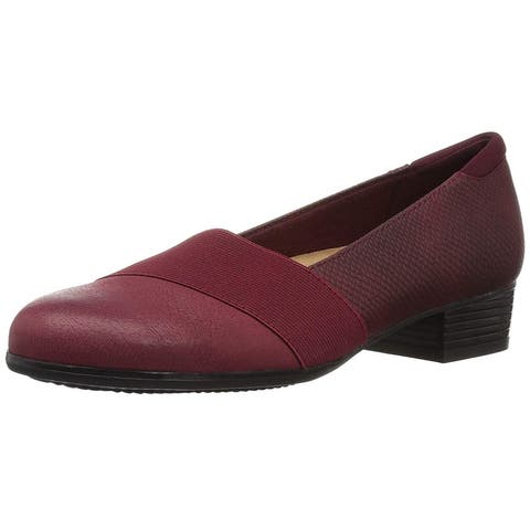 Trotters Womens Melinda Closed Toe Loafers