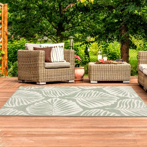 Cove Tropical Leaf Mixed Pile Indoor/ Outdoor Rug