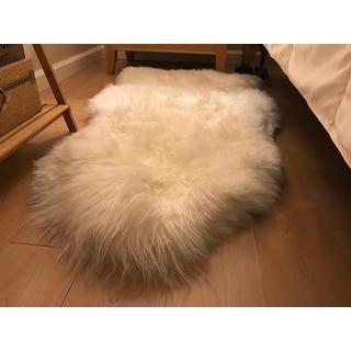Safavieh Hand-woven Sheepskin Pelt White Shag Rug - 2' X 4'