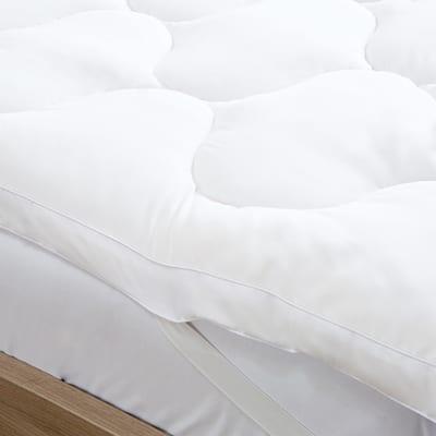 Great Bay Home Kyla Ultra-Soft Hypoallergenic Mattress Topper - White