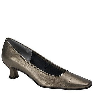 VANELi Womens Rickie Leather Closed Toe Classic Pumps (2 options available)