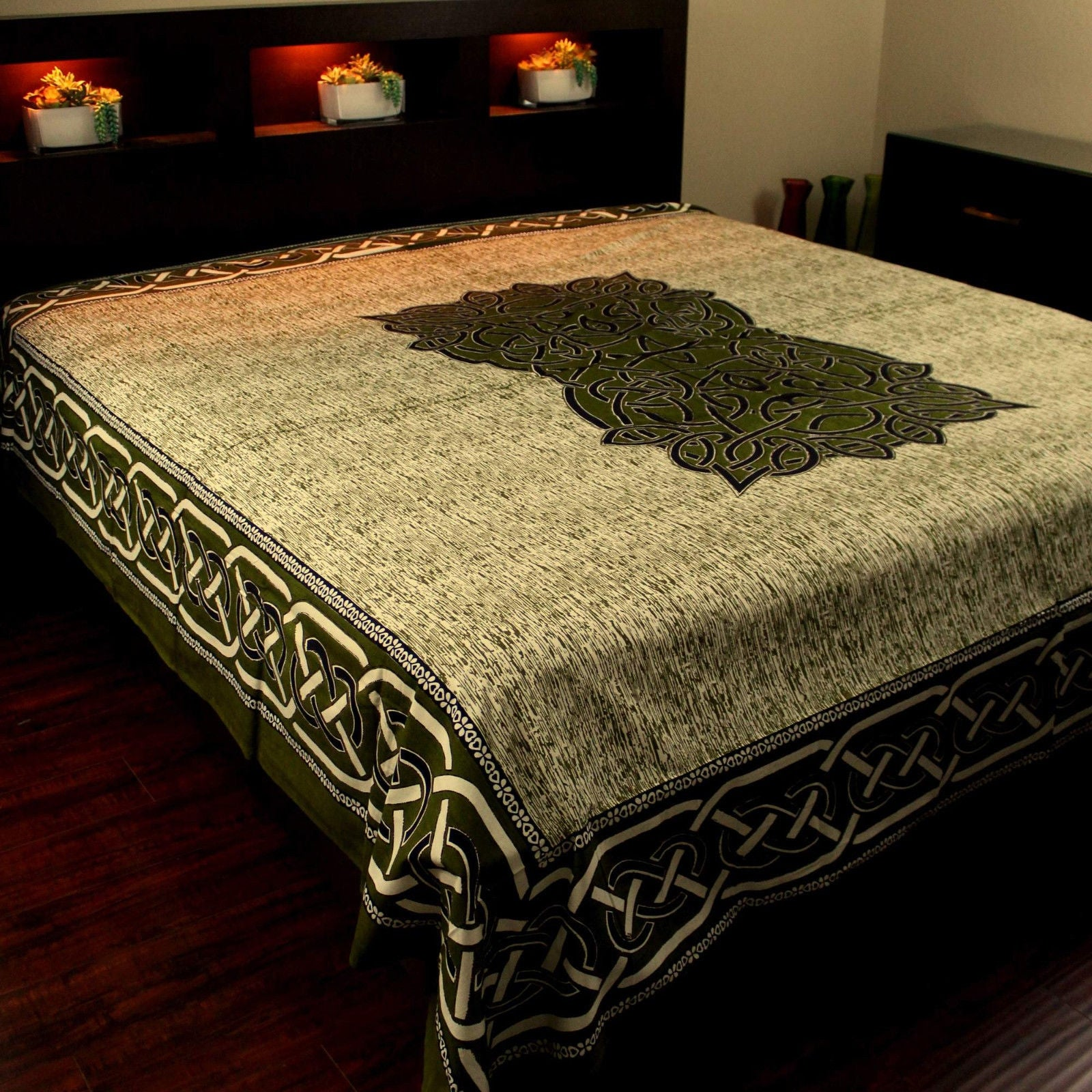 Picture of: Red Black Celtic Knot Indian Bedspread Queen Size Bedspreads Coverlets