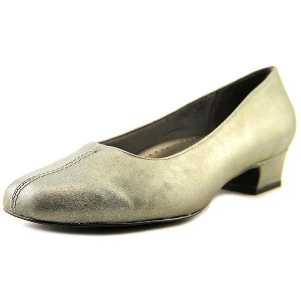 Trotters Doris W Pointed Toe Leather Heels