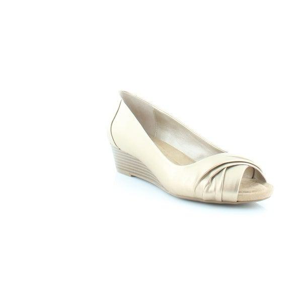 Giani Bernini Rivey Women's Sandals & Flip Flops Oro