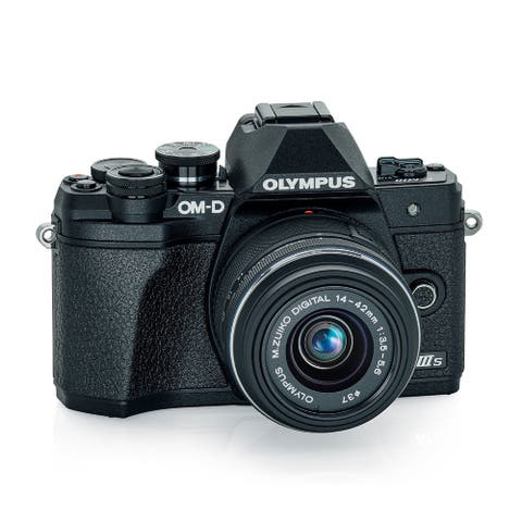Olympus E-M10 Mark IIIs w/ M.Zuiko Digital 14-42mm f/3.5-5.6 IIR Lens