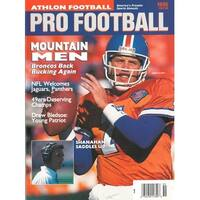 a2d867e9e John Elway unsigned Denver Broncos Athlon Sports 1995 NFL Pro Football  Preview Magazine