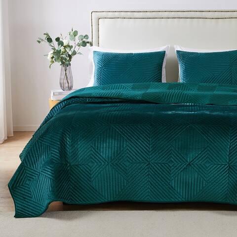 Barefoot Bungalow Riviera Velvet Quilt and Pillow Sham Set