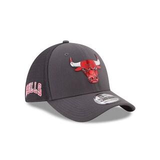 Chicago Bulls 39THIRTY 2017 On Court Graphite Flex Fit Hat