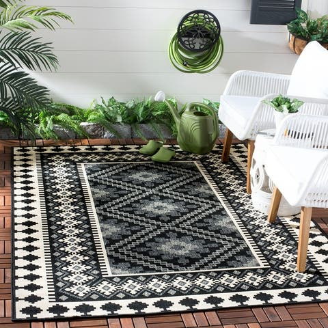SAFAVIEH Veranda Eyvor Indoor/ Outdoor Patio Backyard Rug