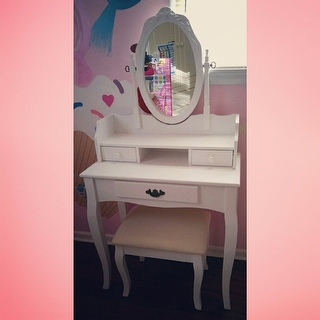 Ribbon Wood White Makeup Vanity Table And Stool Set Free Shipping Today Overstock Com 17882093